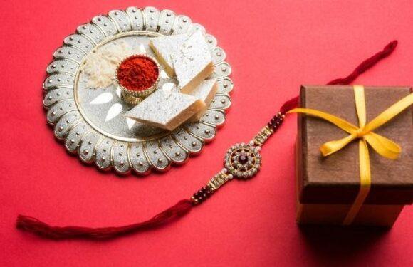 10+ Rakhi Gifts to Flabbergast Brothers on Raksha Bandhan!!